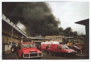 Incendie Dans Un Entrepôt De Stockage De Gomme