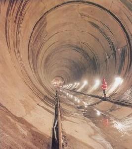 Fuite De Matière Toxique Sur La Construction D'un Tunnel
