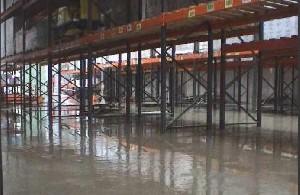 Inondation D'un Entrepôt De Produits Agropharmaceutiques.