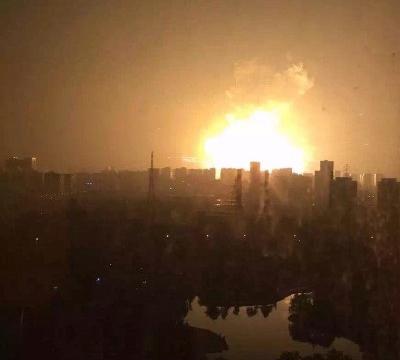 Explosions Dans Un Entrepôt De Matières Dangereuses