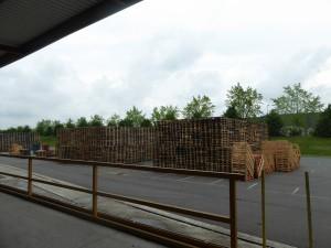 Incendie De Palettes De Bois Dans Un Entrepôt
